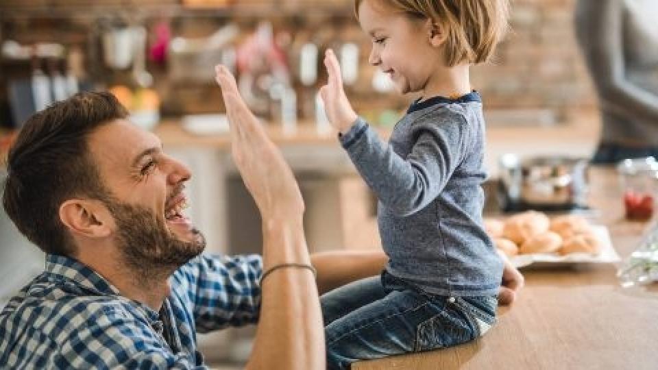 Como elogiar os filhos de maneira encorajadora e saudável?