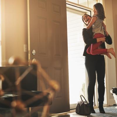 Mães que trabalham fora: como lidar com os receios e aproveitar melhor o tempo com filhos?
